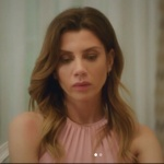 Oya'nın Serhan'a akşam yemeği hazırladığı gün giydiği pudra elbisenin markası Forever New.