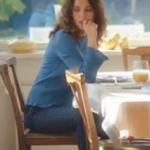 Ufak Tefek Cinayetler Arzu Kıyafetleri Arzu mavi gömlek Twist. Arzu Jean pantolon İpekyol.