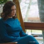 Merve'nin son bölümde giydiği mavi bluz, mavi pantolon ve mavi kaban Perspective marka.