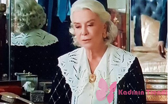İstanbullu Gelin Esma Kıyafetleri Esmanın giydiği incili siyah hırka Triko Mısır marka