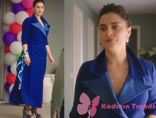 Ufak Tefek Cinayetler dizisinde Merve karakterini canlandıran Aslıhan Gürbüzün doğum günü partisinde giydiği mavi pardesü elbise nereden